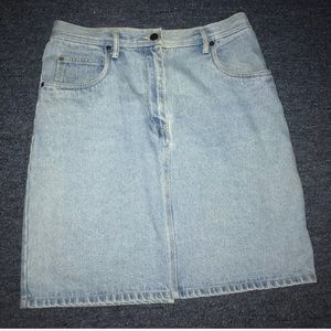 bill blass Skirts - VINTAGE BILL BLASS DENIN SKIRT REAR SLIT SZ:10